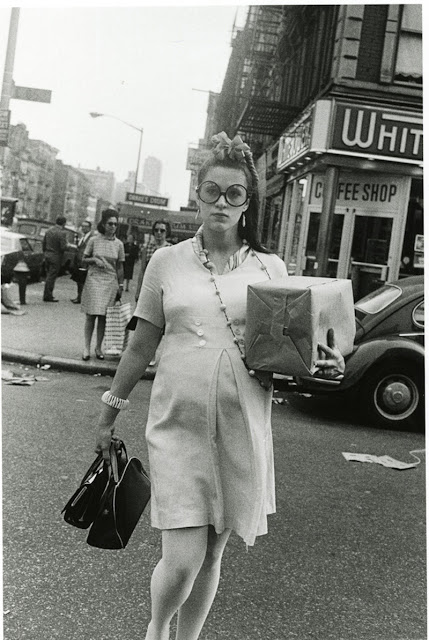 Pregnant_Woman_Crossing_85th_street_NYC_1969